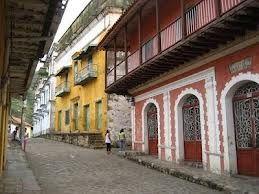 Calle del casco urbano de #Honda, #Tolima. Colombia - otras bellas construcciones