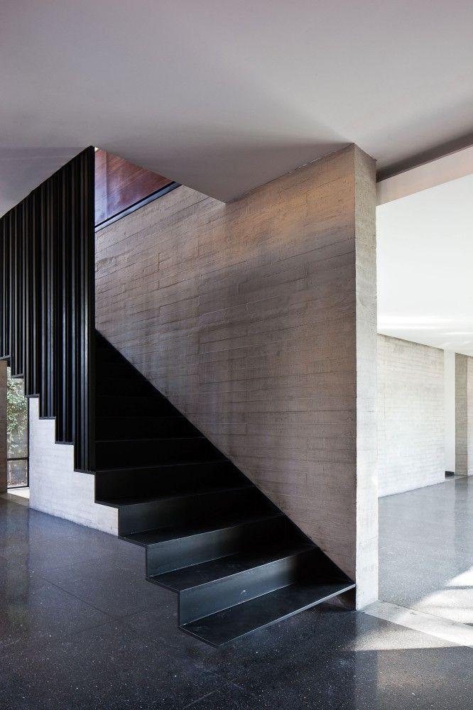 casa fuentes con escaleras voladas bastante bonitas en donde se puede apreciar que