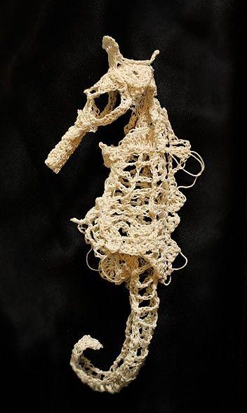 crochet-seahorse.jpg 352×588 pixels