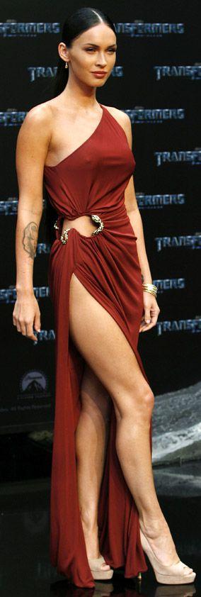 movie stars wearing red -Megan Fox  Incomparable, estilo propio