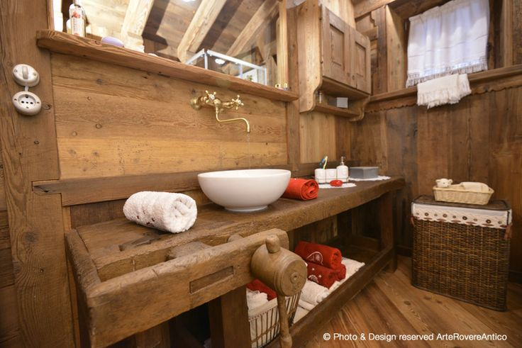 Rustic bathroom by ArteRovereAntico || Photo by Duilio Beltramone for Sgsm.it ||