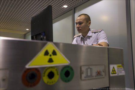 65 тыс. долларов обнаружили таможенники в аэропорту Домодедово - Сайт города Домодедово