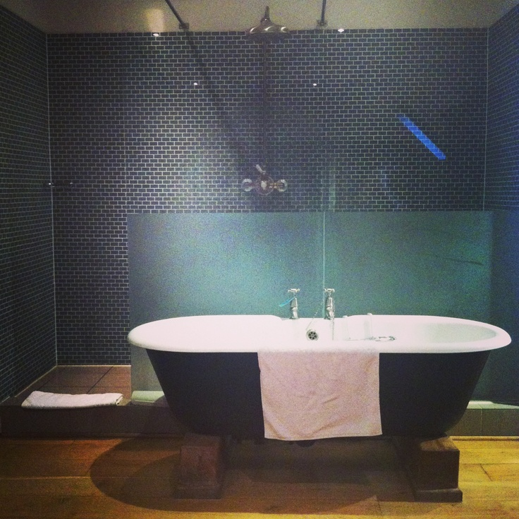 45 best images about bathroom ideas on pinterest for Roll top bathroom ideas