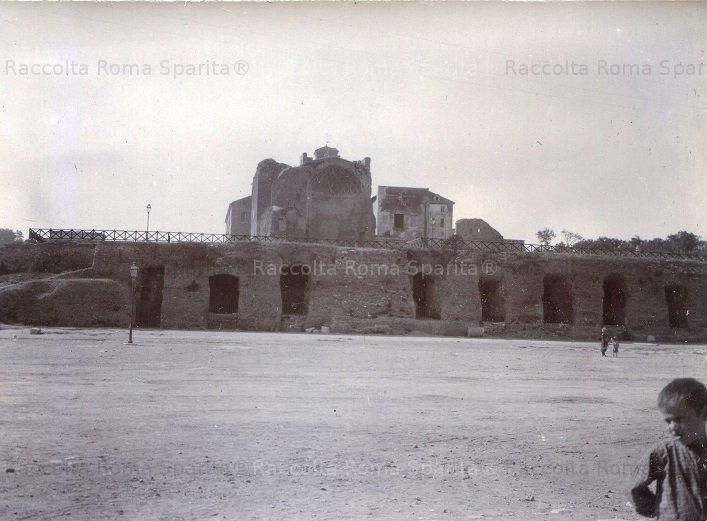 Foto storiche di Roma - Piazza del Colosseo - Tempio di Venere Anno: 1900 ca.