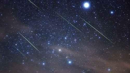 Stella cadenti: è il picco delle Tauridi Arriva una pioggia di stelle cadenti: a novembre gli sciami di meteore più noti e rilevanti sono le Tauridi e le Leonidi. Le Tauridi sembrano irradiarsi da un'area a pochi gradi sud ovest delle Pleia #meteore #stellecadenti #tauridi #toro