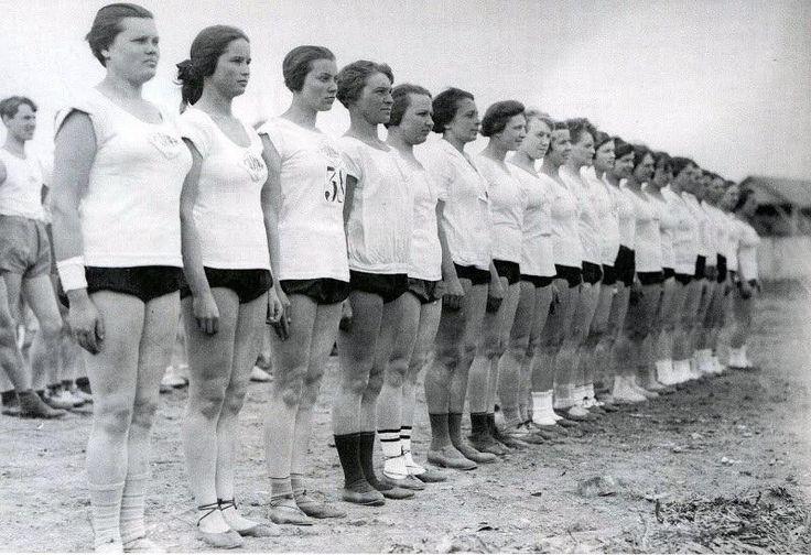 Физкультурницы на празднике столичного студенчества-sportswomen on a holiday of capital students