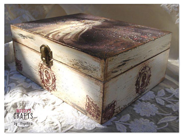 Ξύλινη Κοσμηματοθήκη   Woody's Crafts by Ifigeneia   Μάθε περισσότερα στη δειύθυνση: http://j.mp/woodys-crafts-gallery-bizoutieres