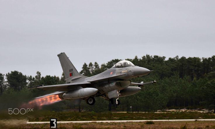 Full Afterburner - Portuguese Air Force F-16 MLU taking off with full afterburner   Um F-16 MLU da Força Aerea Portuguesa a descolar com full afterburner