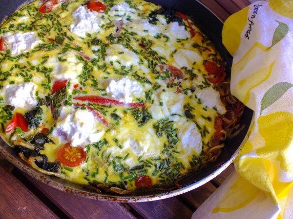 Фриттата со шпинатом, рикоттой и томатами черри