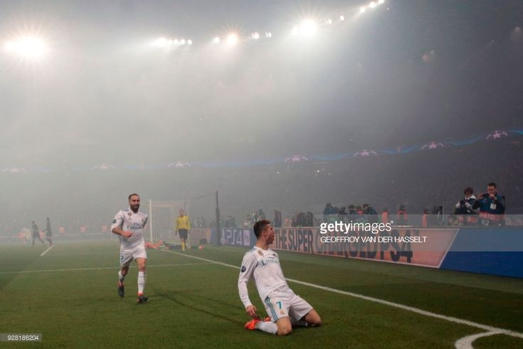 Real Madrid's Portuguese forward Cristiano Ronaldo (R) celebrates after scoring the opening goal during the UEFA Champions League round of 16 second leg football match between Paris Saint-Germain (PSG) and Real Madrid on March 6, 2018, at the Parc des Princes stadium in Paris. /