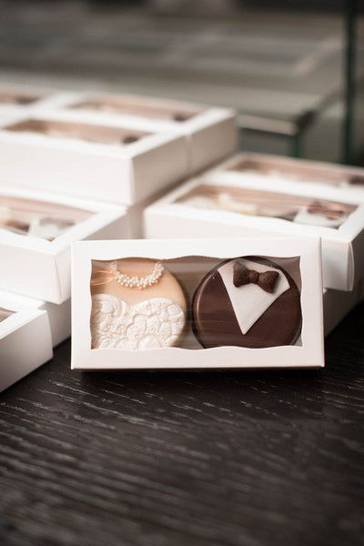 Edible wedding favor idea - bride + groom cookies {Elizabeth Nord Photography, LLC}