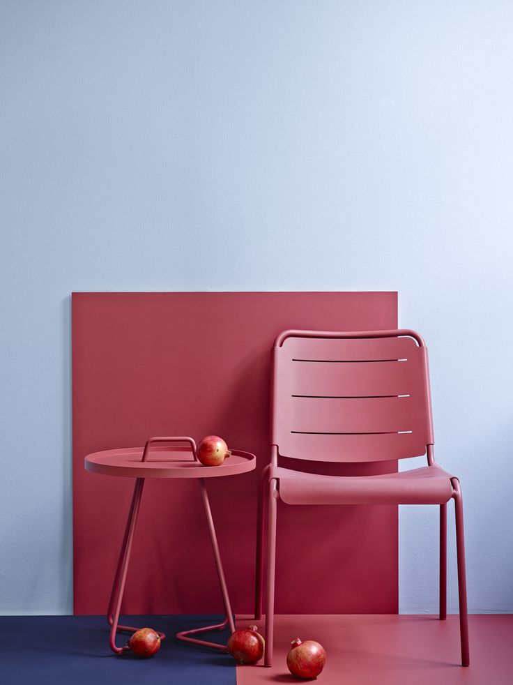 Copenhagen stool and On-the-move side table in the new color, marsala.
