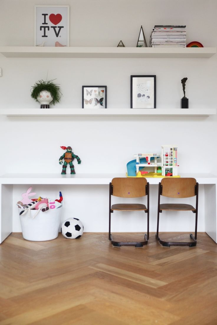 Great desk area or kids and the floating shelves work well above | mini style