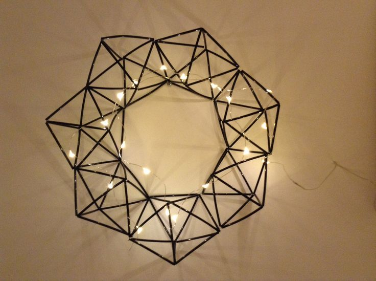 Himmelikranssi, tehty Vintage Revivalsin ohjeella: http://www.vintagerevivals.com/2014/01/geometric-himmeli-wreath-2-0.html