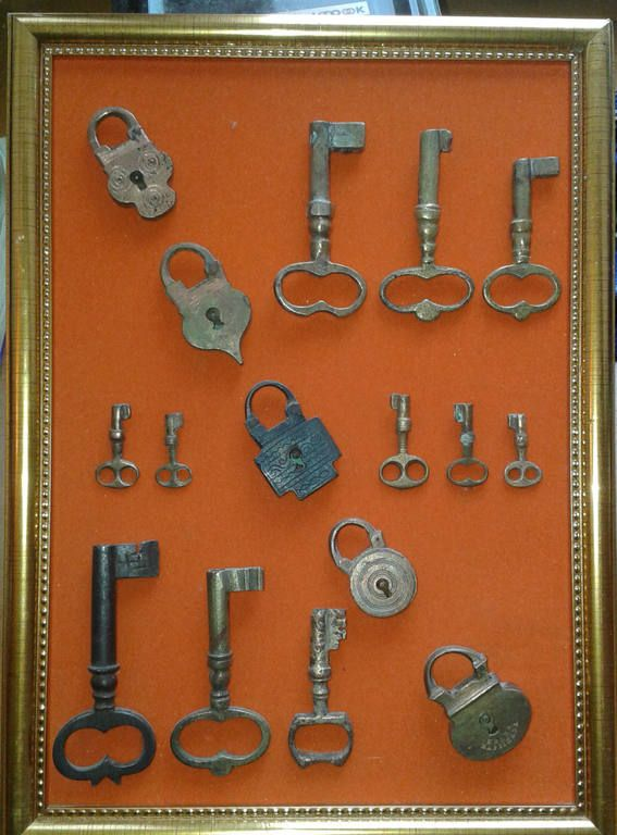 Чемоданные замочки и ключи к ним + амбарные .