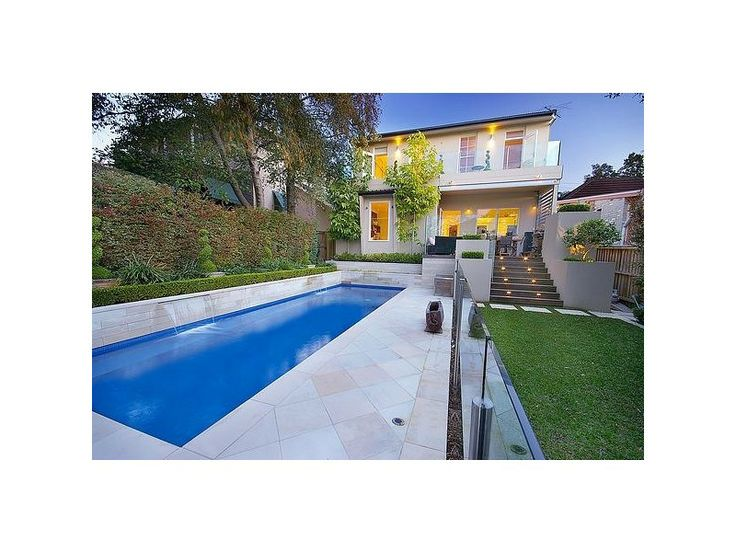 hedged, modern garden, swimming pool landscape - http://www.homehound.com.au/home+style/detail.php?id=17243