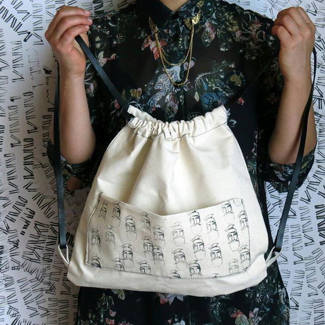 """Nuestra mochila #Barbados y enojados"""" con tirantes negros.  •  •  •  •  #mochila #mochilas #backpack #screen #estampado  #instamoda #moda #cajica #makersgonamake #handmade #hechoamano ##INSANNIA"""