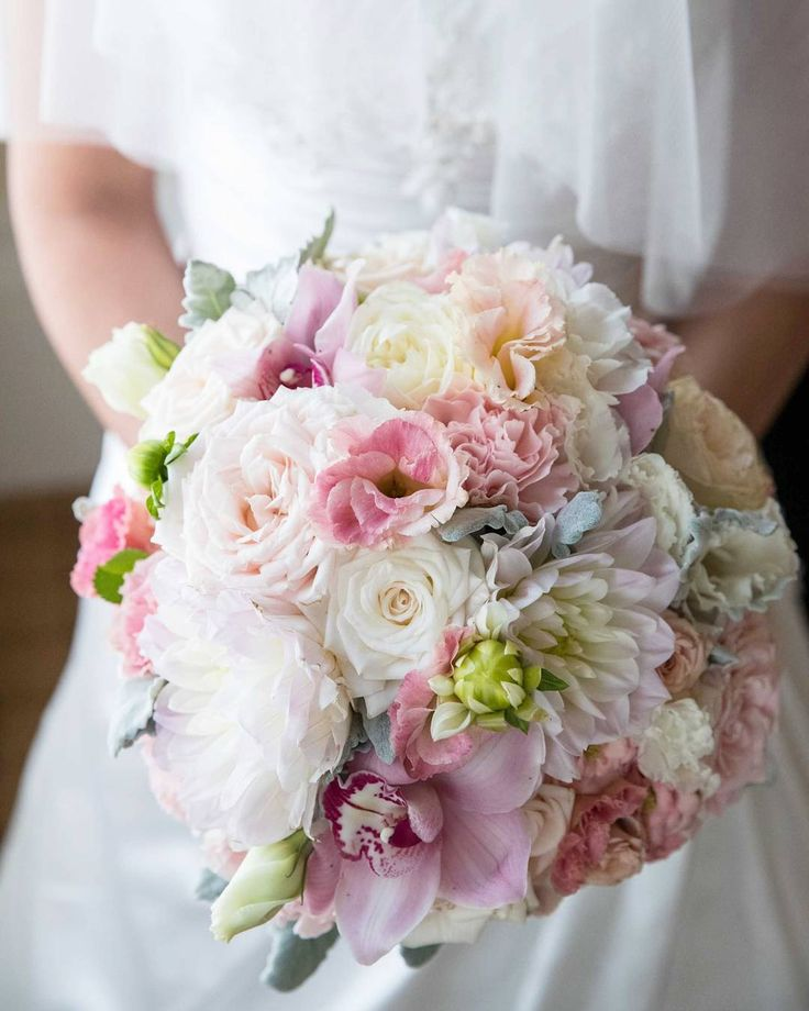 Classic and romantic round wedding bouquet in pastel pink tones