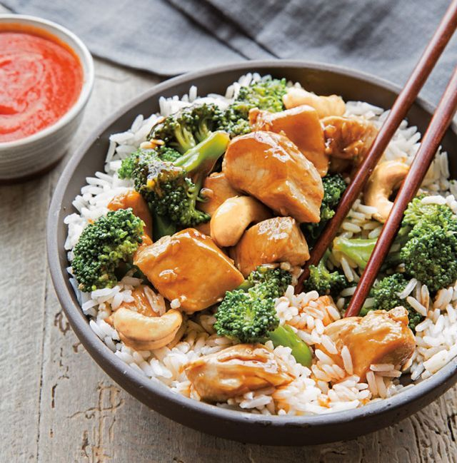 Easy, Make-Ahead Desk Lunch: Chicken, Broccoli and Cashew Stir-Fry