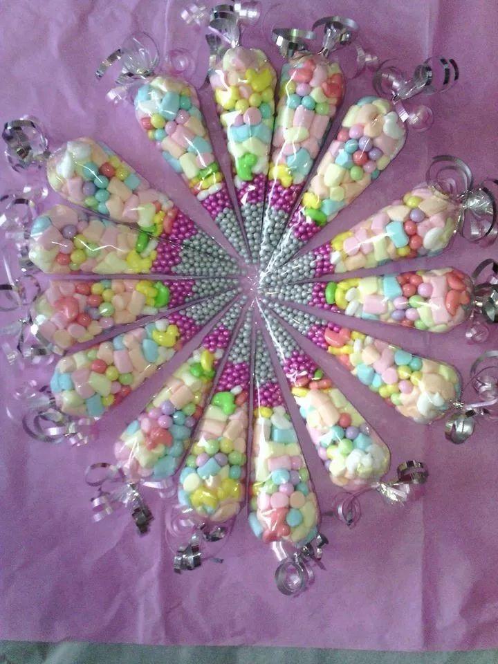 recuerdos conos de celofan rellenos de dulces,botanas y mas