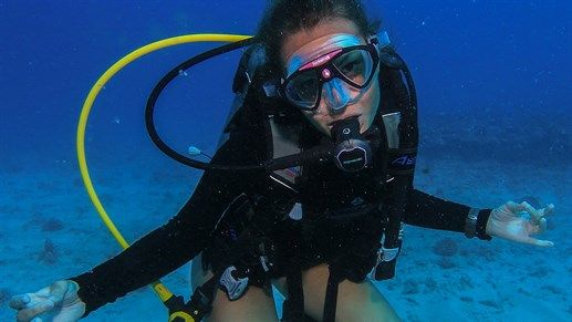 Scuba diver in the waters of Hawaii  #usa #kilroy #diving #hawaii #diver