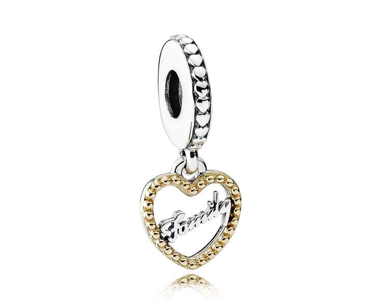 Pandora Bedel 'Familie in je Hart' 792011. Prachtige Hangbedel met het 'gouden woord' Familie binnen in een hart. Deze bedel van liefde mag niet aan uw collectie ontbreken. https://www.timefortrends.nl/sieraden/pandora/bedels.html