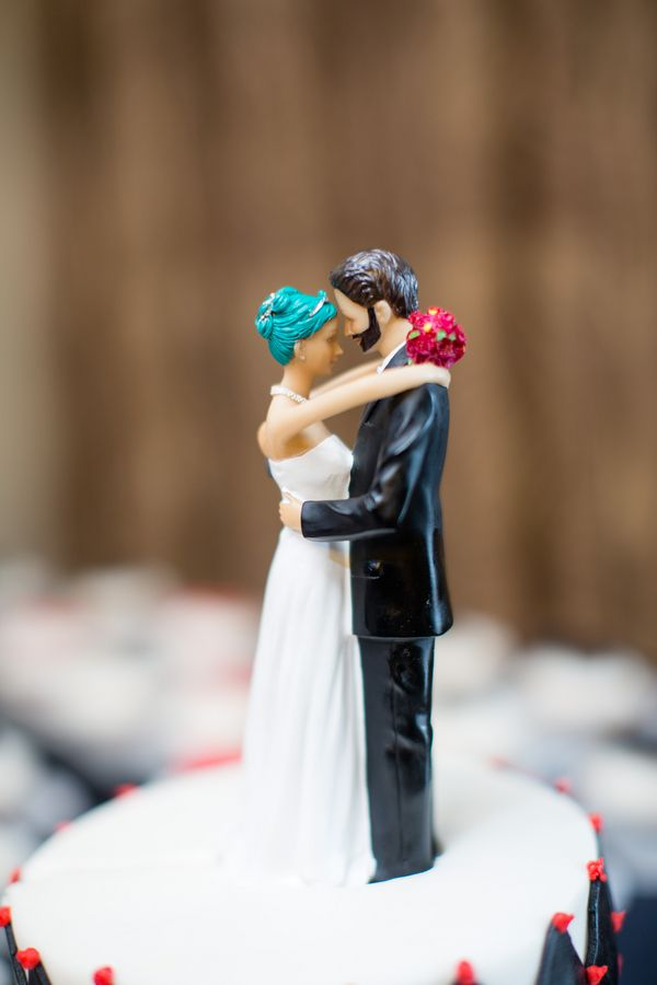 LOVE this personalized wedding cake topper!