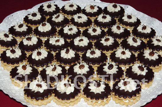 Kávové dortíčky s čokoládovou polevou dia