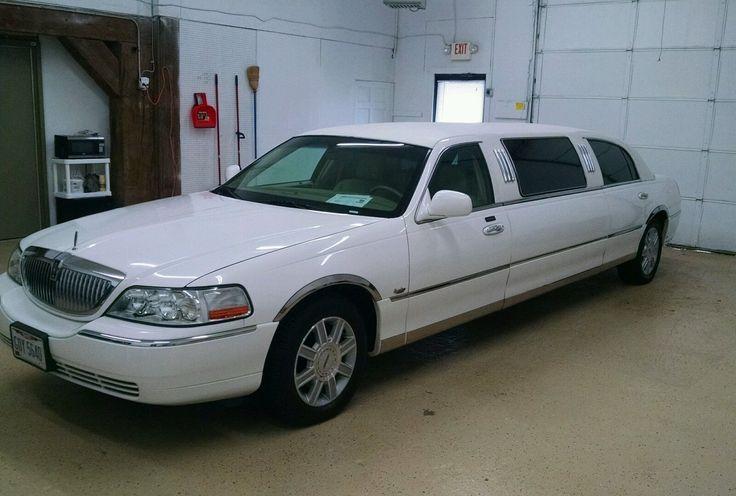 2006 Lincoln Town Car Signature Limousine
