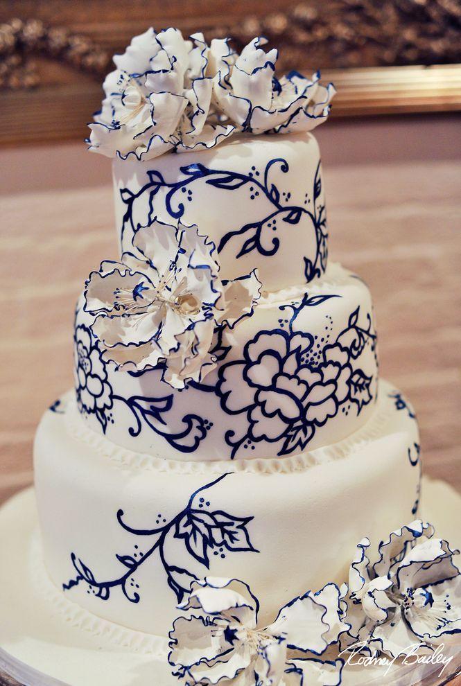 wedding cake mariage d exception blanc bleu marine Carnet d'inspiration Mademoiselle Cereza