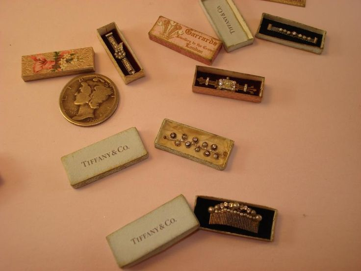 Mini antique jewelry in boxes