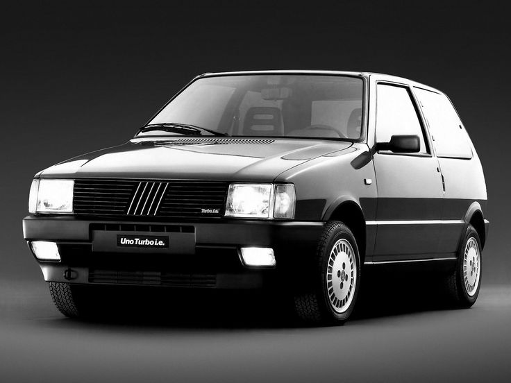 BLACK & WHITE, Fiat Uno Turbo i.e.