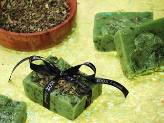 Mais uma linda criação do Peter Paiva para você! Aprenda a fazer belos sabonetes de óleo de oliva