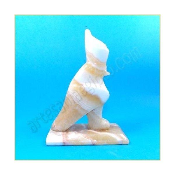 Figura de artesanía egipcia, pájaro sagrado. La base y el busto están tallados en mármol egipcio. Realizada artesanalmente y cuidadosamente detallada por los artesanos egipcios. Medidas: base 13cm X 6cm. Altura 20cm. www.artesaniaegipto.com