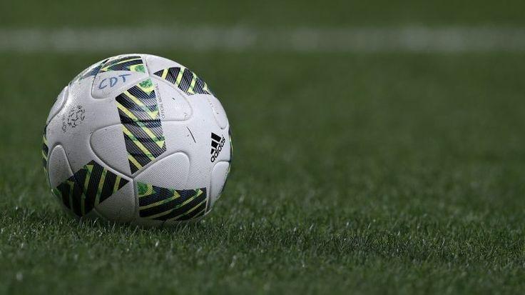 """Os jogadores da Primeira Liga vão fazer um minuto de silêncio nos jogos entre 24 e 28 de novembro, no âmbito de uma campanha lançada que apela para a """"não-tolerância da violência contra as mulheres"""". http://observador.pt/2017/11/23/jogadores-da-primeira-liga-em-campanha-contra-violencia-sobre-mulheres/?/"""