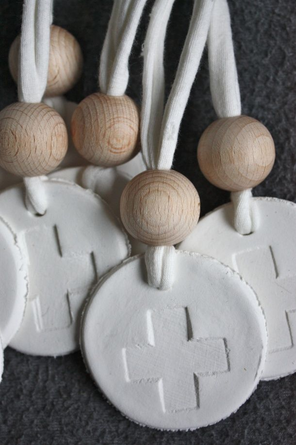 Inspiration: Cross Hanger from Simpel en Leuk. Made from clay? Diameter 6 cm, bead 25 mm. Could also make a Swiss variation by painting the circle red.
