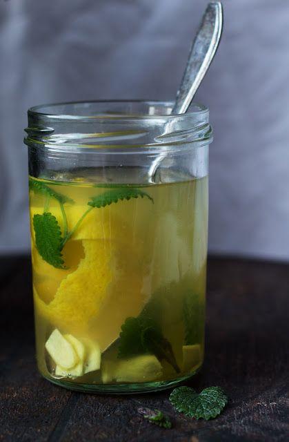Ingwer-Honig-Zitronentee mit Zitronenmelisse
