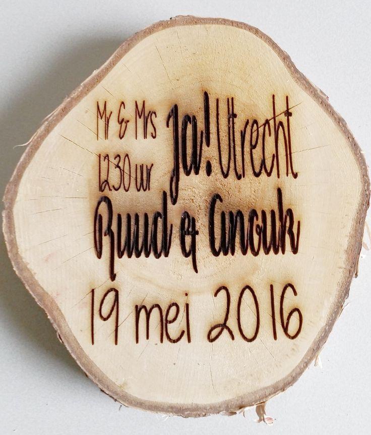 Huwelijks tekst op een houten schijf www.decoratietakken.nl