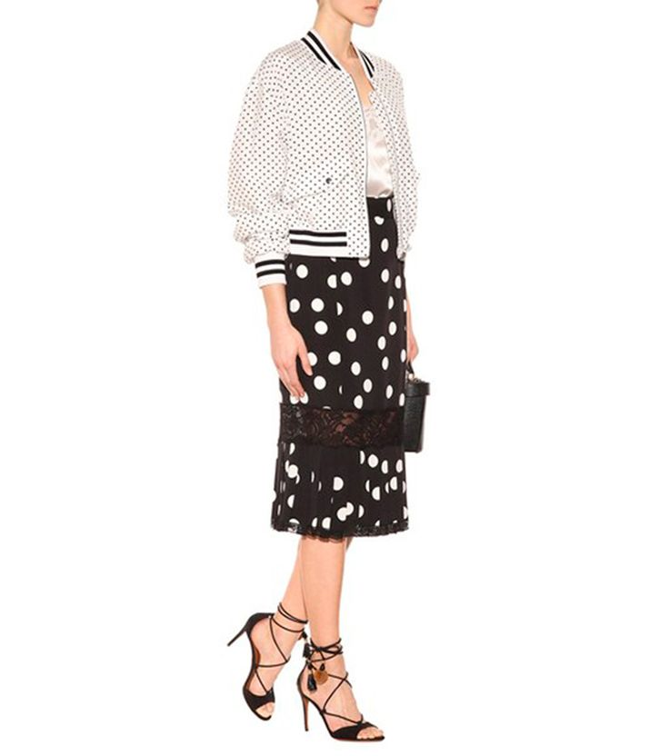 Ideas para ser la invitada perfecta con lunares. Bomber de Dolce & Gabbana.