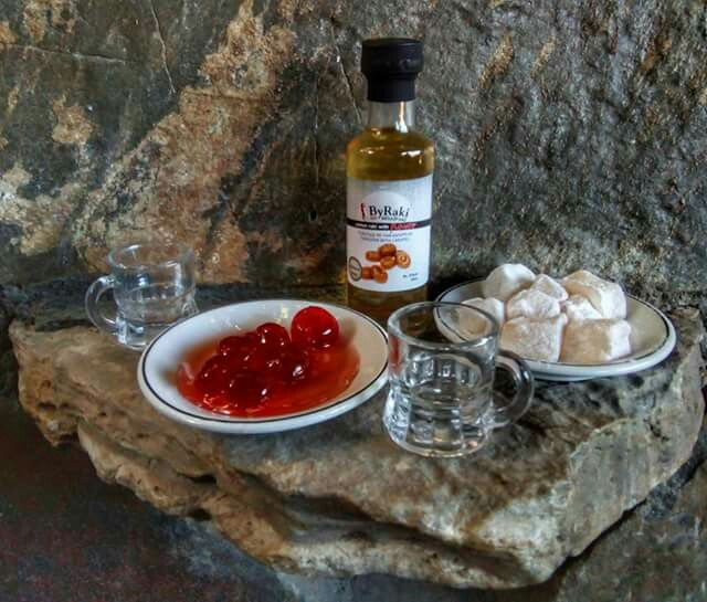 ΜΠΑΪΡΑΚΙ με γεύση Καραμέλα σε συνδιασμό με γλυκό κουταλιού κεράσι και λουκούμι...  #tsikoudia #raki #byrakiflavor #μπαϊράκι  ByRaki.Gr