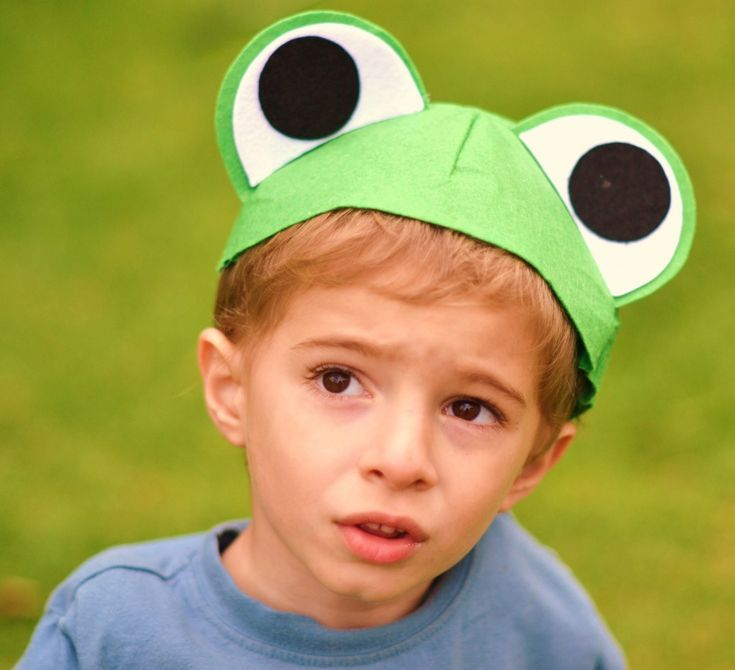 "my vbs class is the ""fantastic frogs"" - how cute would they look in these :)"