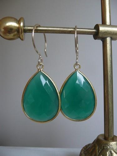 prachtige oorbellen met Edelstenen, groene Onyx met omlijsting, ik hou zo van groen