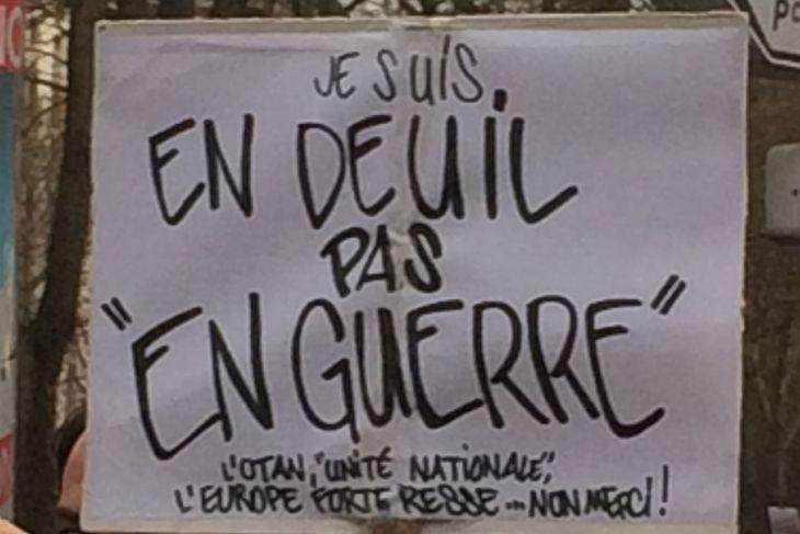 Slogan vu boulevard de Ménilmontant, à Paris. Crédits : Frabçoise Tovo/Le Monde En savoir plus sur http://www.lemonde.fr/societe/portfolio/2015/01/11/les-meilleurs-slogans-des-manifestations-en-hommage-a-charlie-hebdo_4553824_3224.html#XS4Ao6dt3s3yHwzd.99
