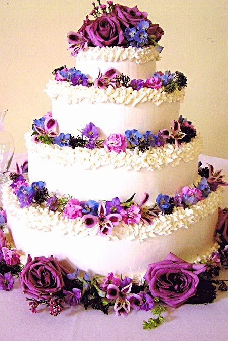 Wedding Cakes with Fresh Flowers | Calligraphy by Jennifer
