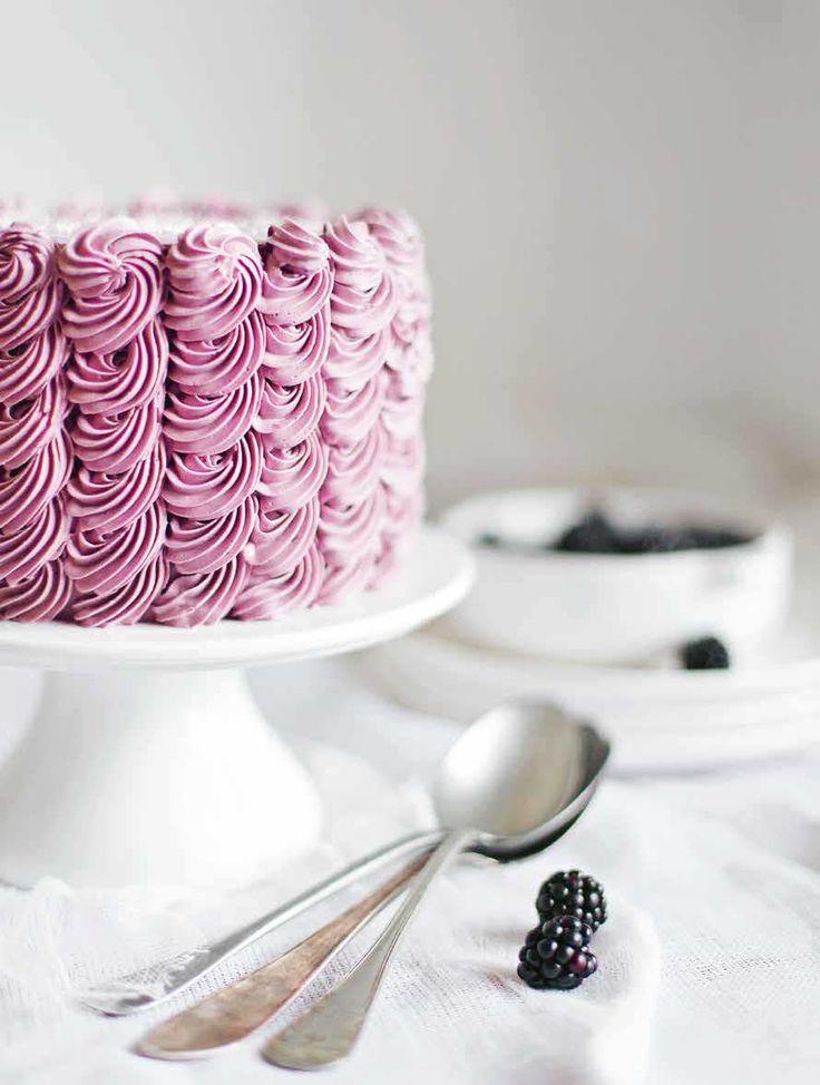 Det er lækkert at kunne forkæle sine bryllupsgæster med en kage lidt ud over det sædvanlige. Her får du gode bud og fifs til en hjemmebagt bryllupskage, der vil imponere dine gæster.