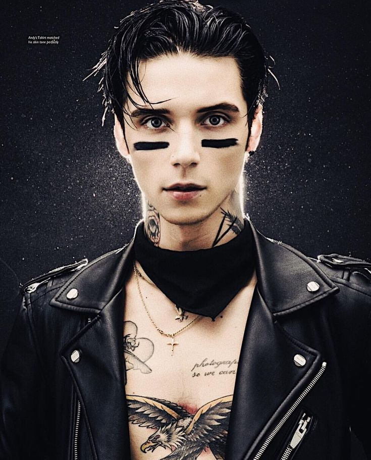 I'm sorry but I don't like to flood by BVB board with just Andy but I have to admit, this pic is really nice...