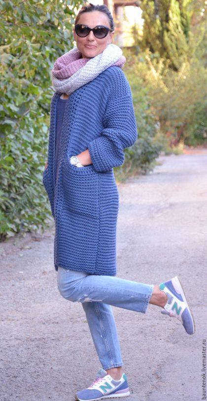 Купить или заказать Вязаный кардиган 'Джинс' в интернет-магазине на Ярмарке Мастеров. Надоели ветровки и легкие куртки из синтетики? Тогда купите вязаный кардиган ручной работы из полушерсти. Однотонный синий кардиган «Джинс» составит достойную конкуренцию приевшимся курткам. Он теплый, легкий, приятный, красивый и стильный. Еще одно преимущество – универсальный размер и удачный цвет, поэтому его можно сочетать со множеством элементов Вашего гардероба.