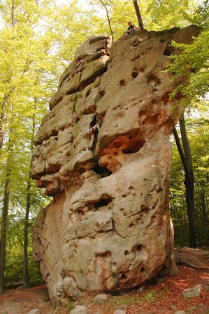Horolezec na skále Kozel, Chřiby