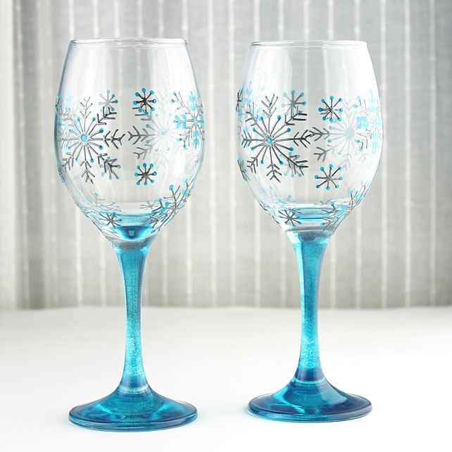 hand painted wine glasses snowflake design wedding glasses christmas glasses wine glass decorating pinterest snowflake designs wine and glass - Wine Glass Design Ideas