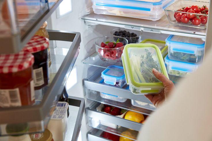 Für Ordnung im Kühlschrank und besonders lange Frische sorgen die CLIP & CLOSE Frischhaltedosen. #emsa #emsagmbh #frischhalten #frische #kuehlschrank #dosen #healthyliving #foodtogo #lagerung